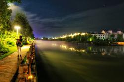 小镇夜景迷人眼
